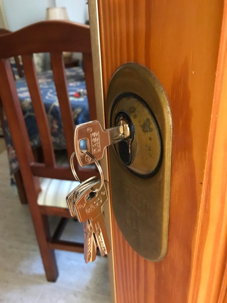 Cerradura cambiada en una apertura. 🔑Cerrajero en Garrucha.