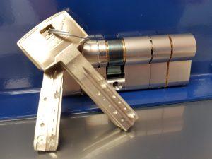 bombin-alta-seguridad-cerrajeros-en-vera-urgentes